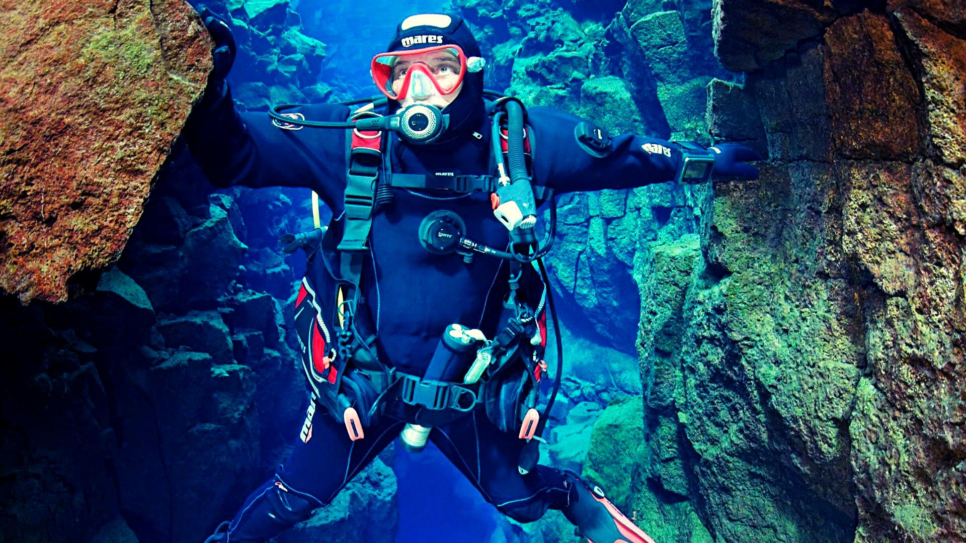 Scuba diving Silfra tour